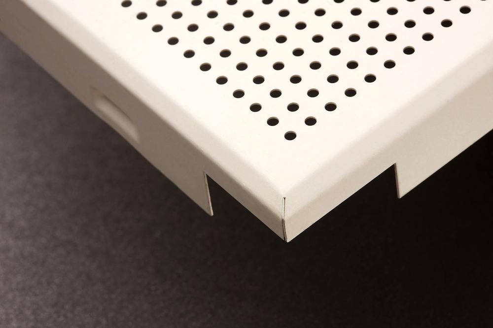 product foto van gebogen plafondpanelen gemaakt met een WEMO productielijn