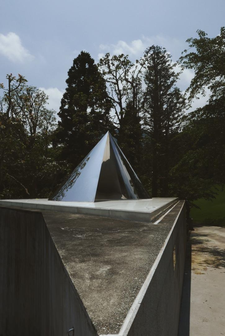 'Pole' by Minami Tada.