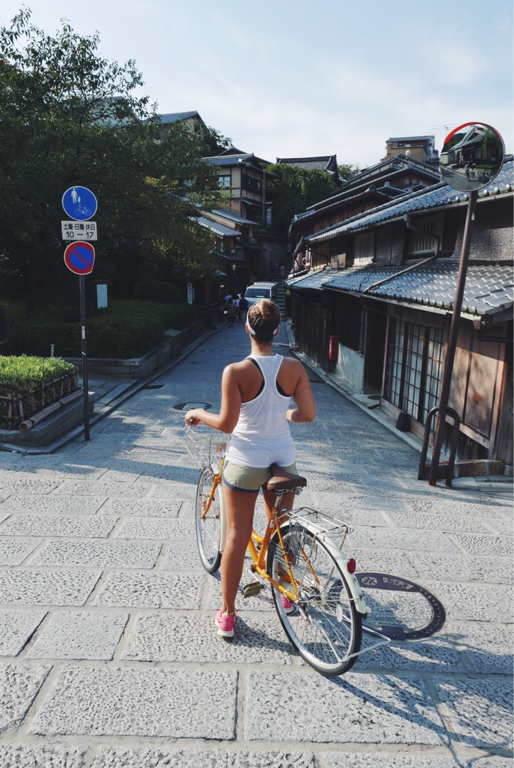 An early morning bike ride through the Ninen-Zaka-Sannen-Zaka area.