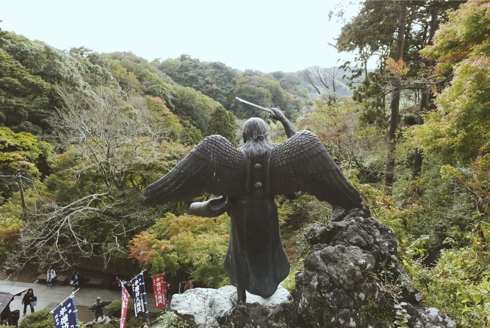 The winged Tengu - a Shinto god - outside Hans-bo.