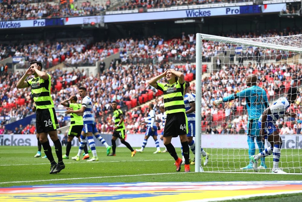 Huddersfield Hefele unmarked glances header wide