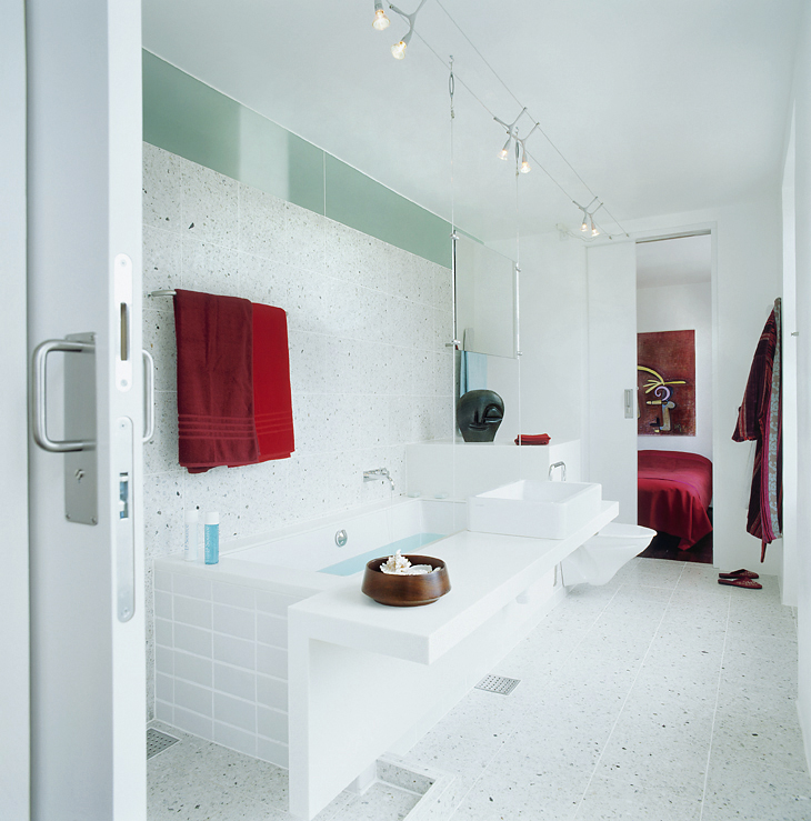 Corian Bath.Photo Kim Ahm.jpg