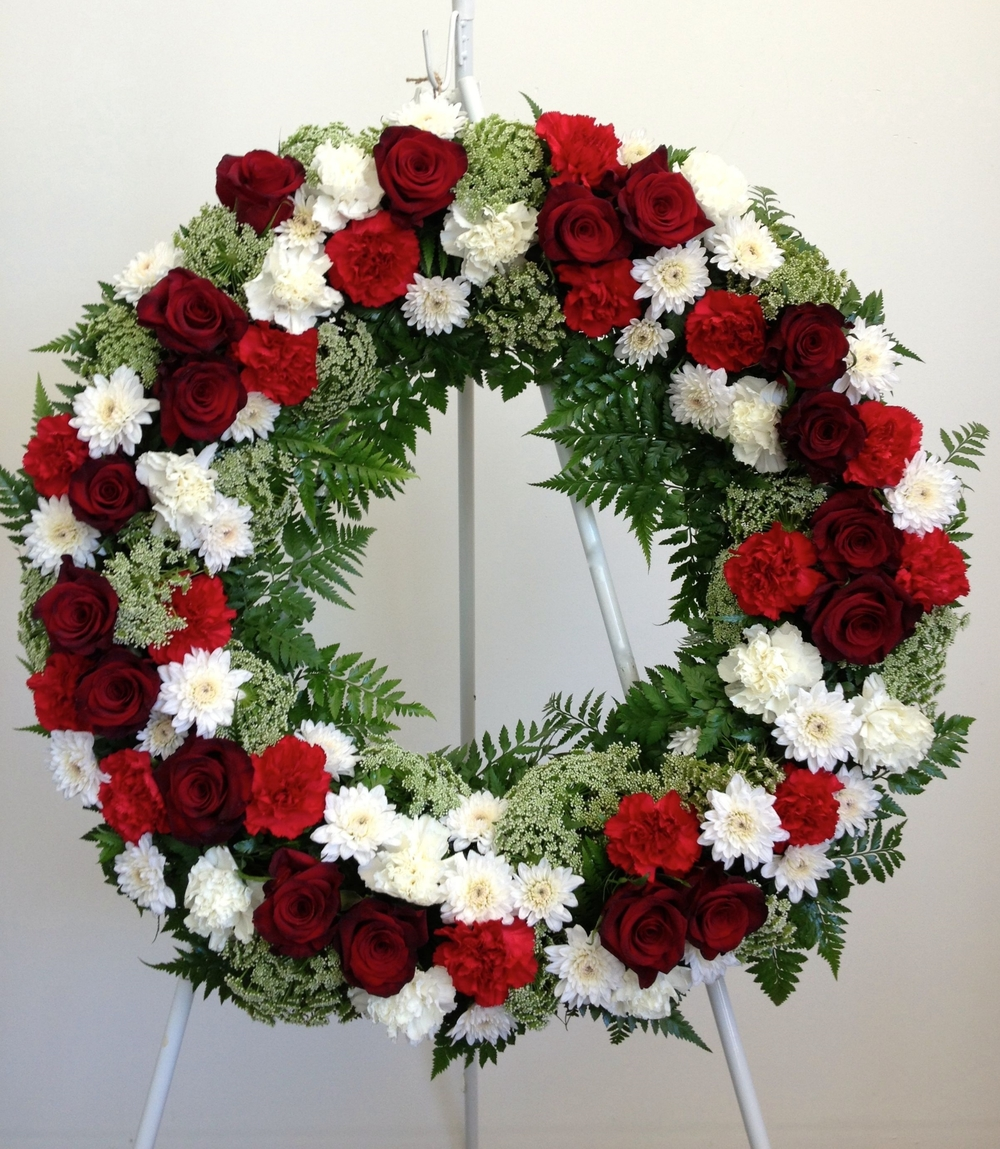 Red & White Rose Wreath