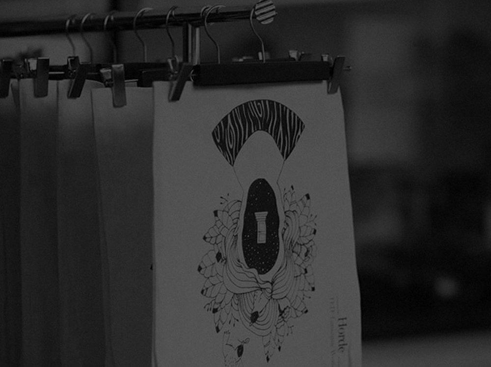Sérigraphie live - Quelle meilleure façon de laisser une impression durable à vos clients et vos amis que de leur montrer comment la magie se produit? Nos presses mobiles nous permettent de participer à n'importe quel genre d'événement et nous nous adaptons aux besoins de nos clients.N'hésitez pas à nous contacter pour plus d'informations sur le processus.