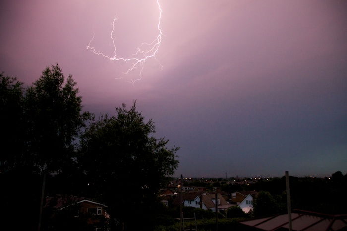 Lightning_over_Atherton