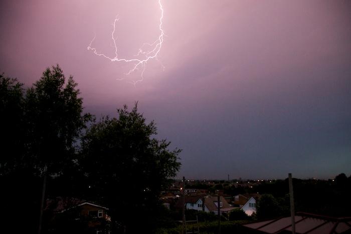Lightning_over_Atherton