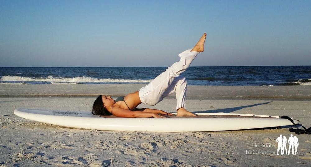 beach-workout-he-and-she-eat-clean-glute-bridge-leg-lift-fitness.jpg