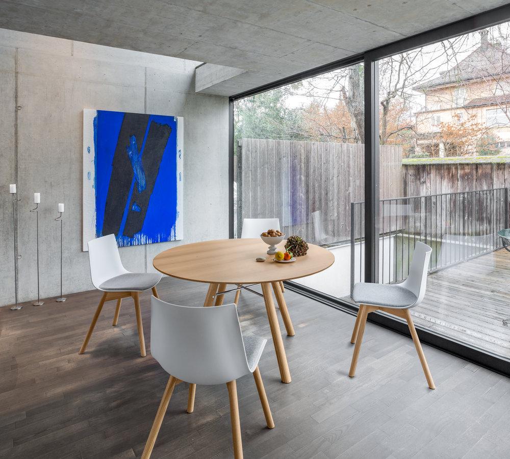 Tisch AKIO + Stuhl NAVA