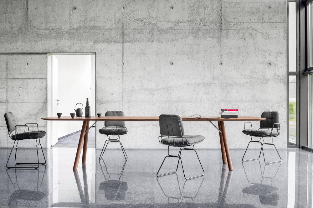 Tisch AKIO + Stuhl ALAMBRE