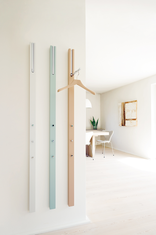 line-garderobe-wandgarderobe-grau-weiss-jade-rosenholz-schoenbuch-0112.-kleiderbuegel-rosenholz-am-1.jpg