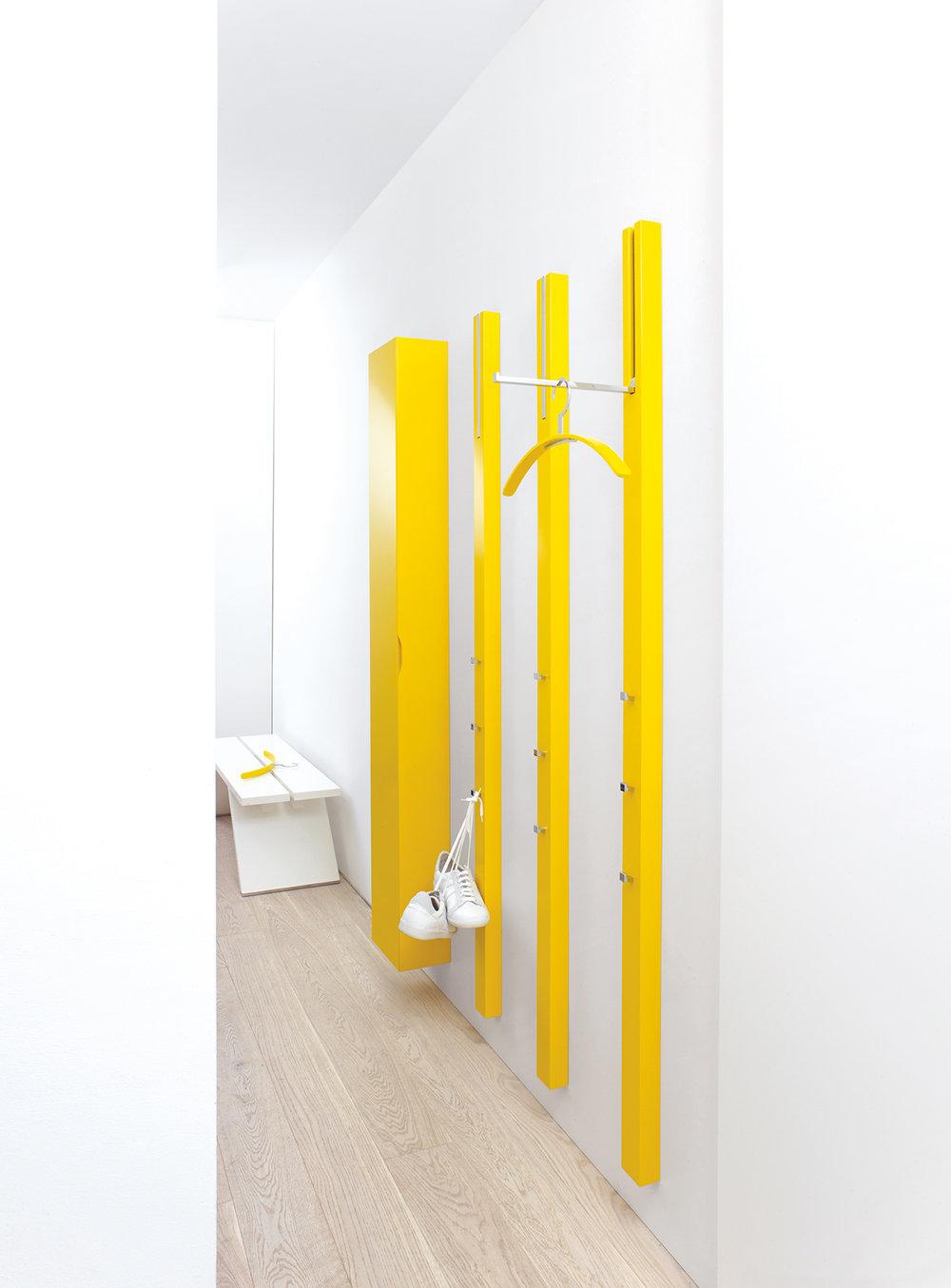 line-garderobe-wandgarderobe-schrank-sonnengelb-schoenbuch-0130.-kleiderbuegel-sonnengelb-bench-bank-ablage-weiss-am-8.jpg
