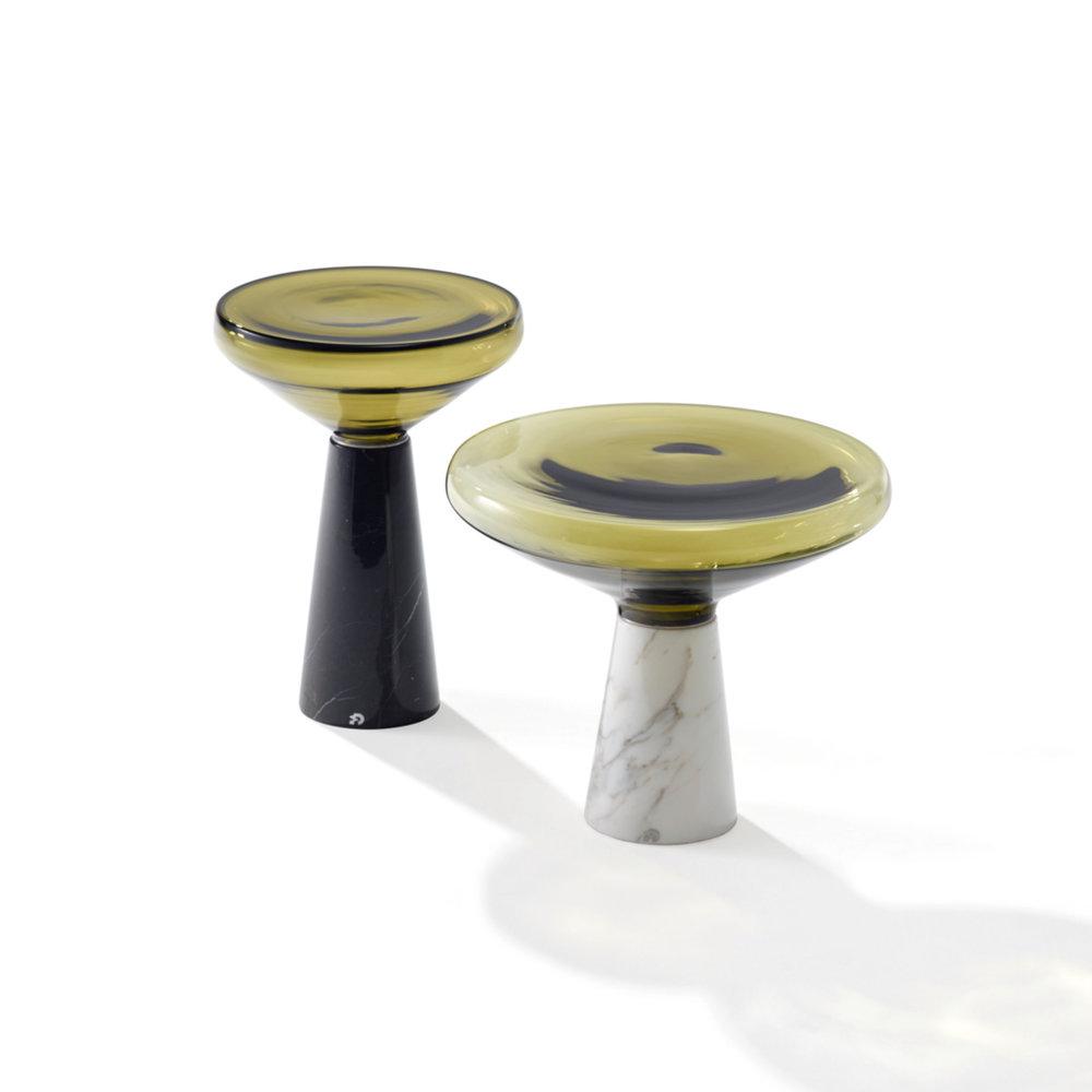 Beistelltisch BLOW  ab Fr. 1'615.00 Steinsockel Nero Marquina / Calacatta Gold Glaskegel mundgeblasen, verschiedene Farben erhältlich Durchmesser 36 / 48 cm, Höhe 50 / 42 cm