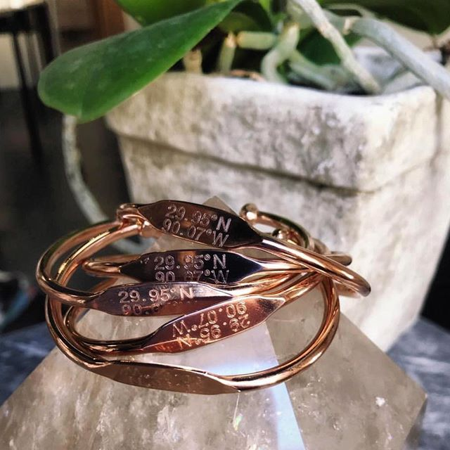 ✌🏻If found please return to Nola✌🏻 These new coordinate bracelets from @porterlyonsdesigns will help all you bbs find your way home this weekend.