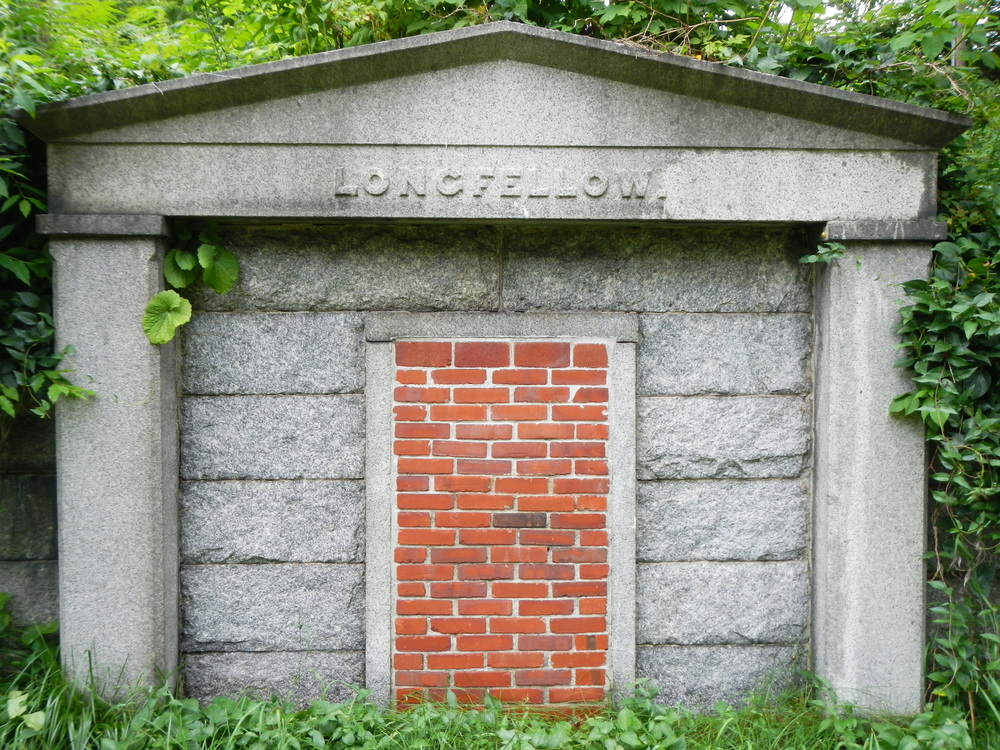 Porltand_Western_Cemetery_Mausoleum_Viewing_North_2013.JPG