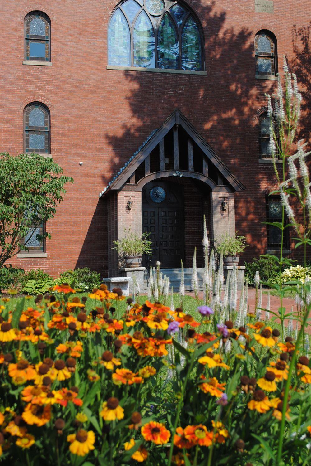 Maine_Jewish_Museum_Garden_flowers_@Judy_Ellis_Glickman.jpg