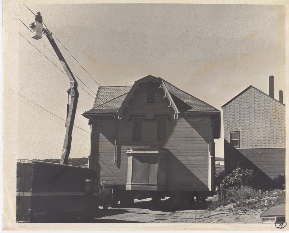Gothic House 003.jpg