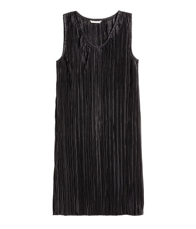 H&M: Pleated Dress
