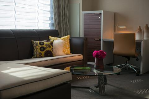 2631759-Palomar-Phoenix-Cityscape-a-Kimpton-Hotel-Suite-3-DEF.jpg