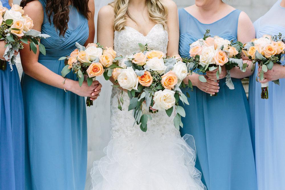 wedding flowers & wedding dresses