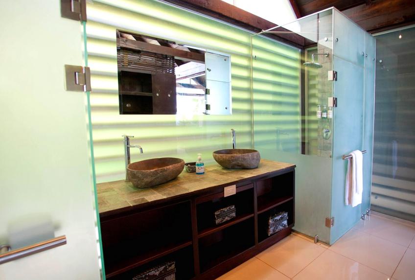 Bathrooms at Oxygen Jungle Villas