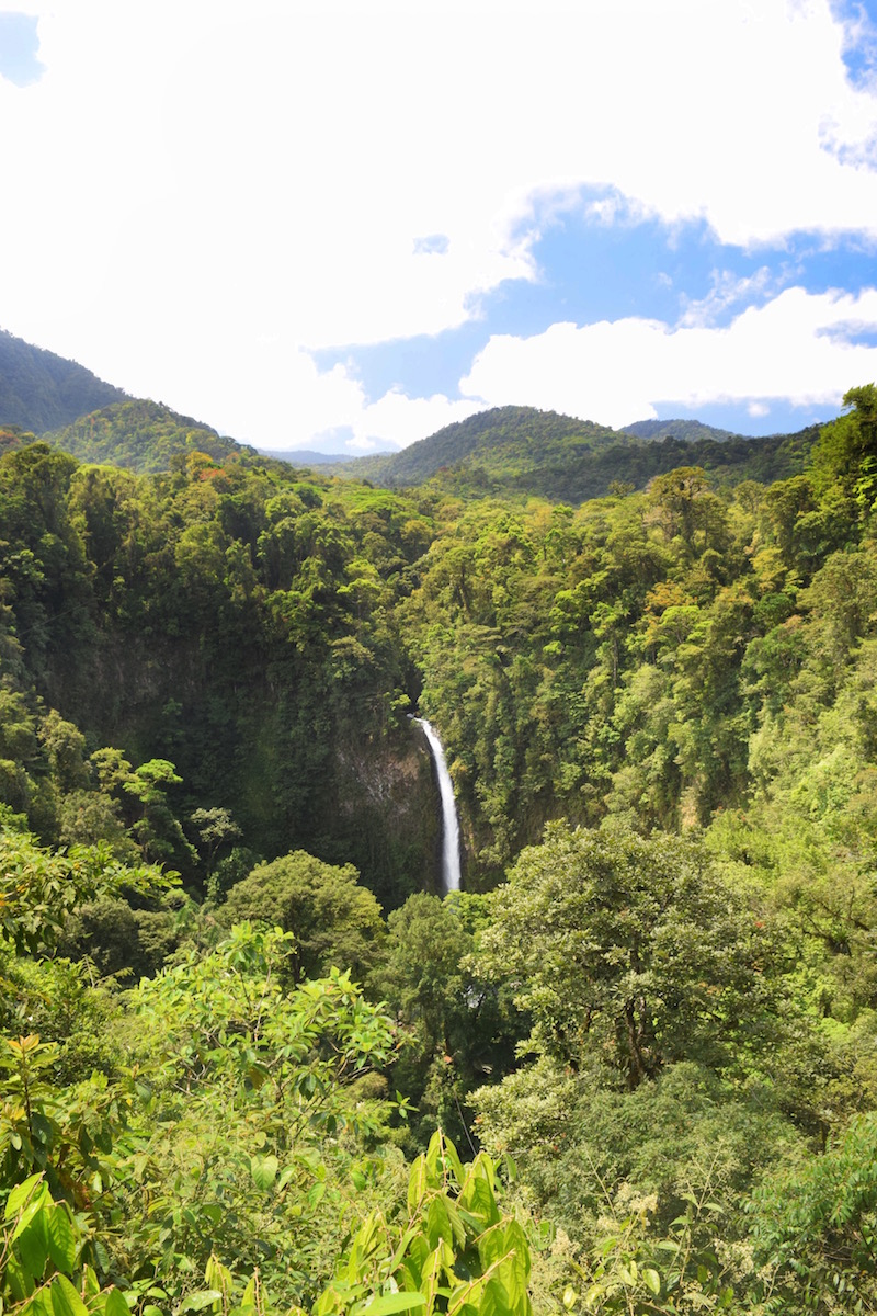 The beautiful La Fortuna Waterfall in Costa Rica.   Tessa Juliette | Travel Where to Next http://travelwheretonext.com