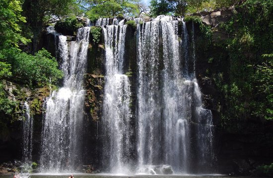 The most beautiful waterfalls in Costa Rica. How to get to the llanos de cortez waterfall in Costa Rica.  Tessa Juliette | Travel Where to Next http://travelwheretonext.com