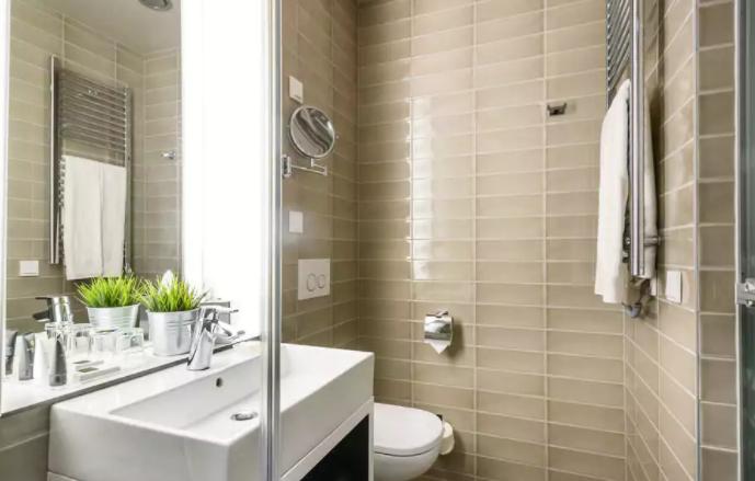 Bathroom | Hotel Moments Budapest