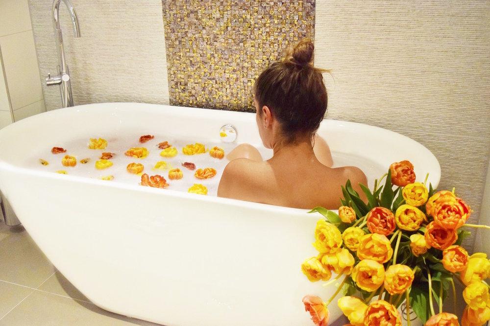 Tulip Bath | Albus Hotel Amsterdam