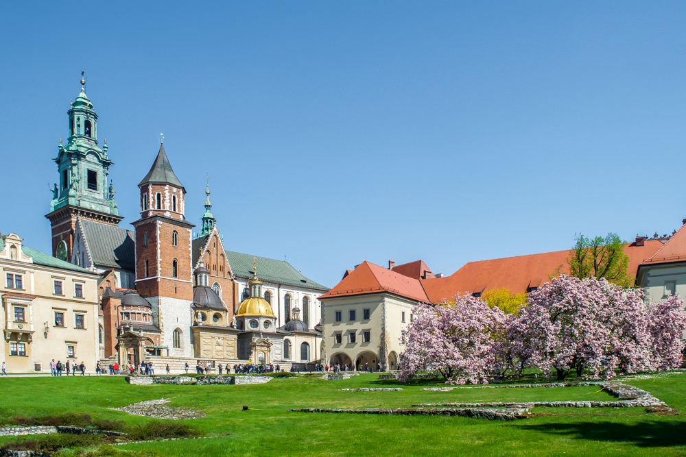 Gorgeous Wawel Hill. Free walking tour guide for the popular Royal Route in Krakow Poland.  Tessa Juliette www.travelwheretonext.com