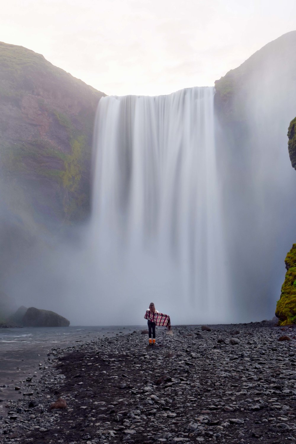 Waterfalls in iceland are one of the best things to do
