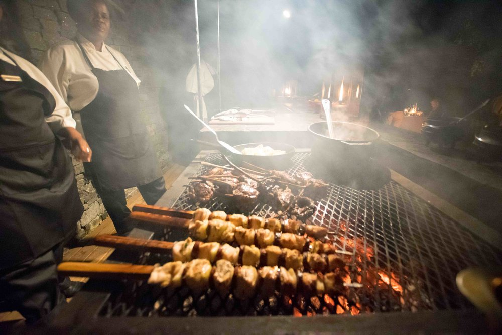 What is the food like at luxury safari lodges in South Africa