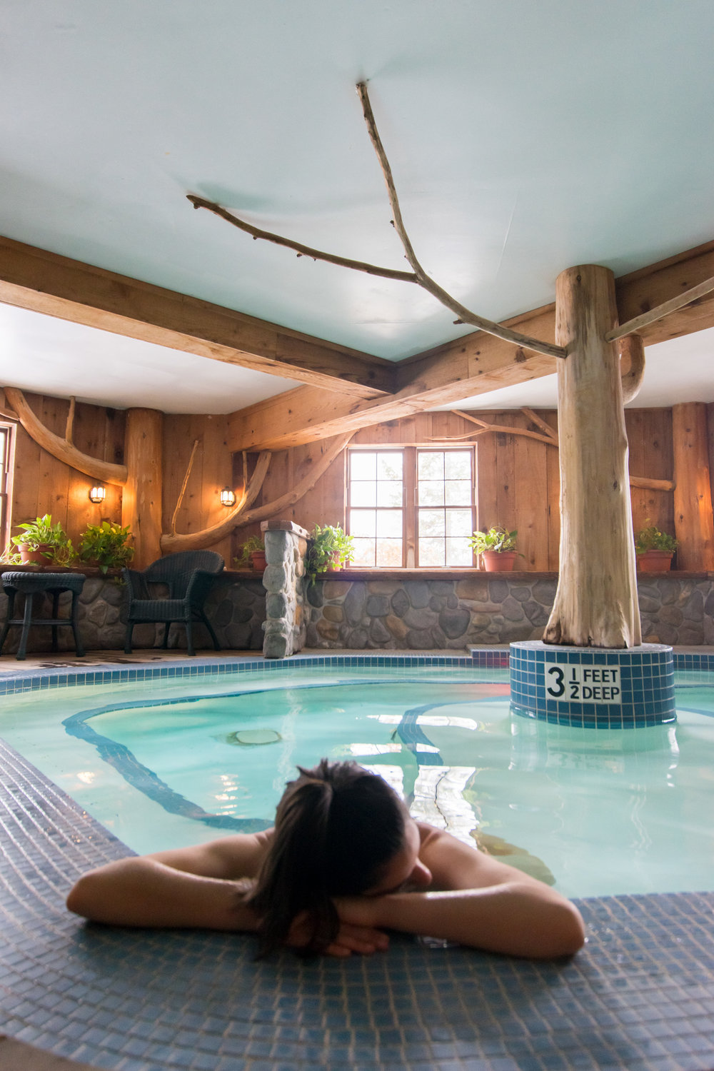 The indoor whirlpool at Mirror Lake Inn