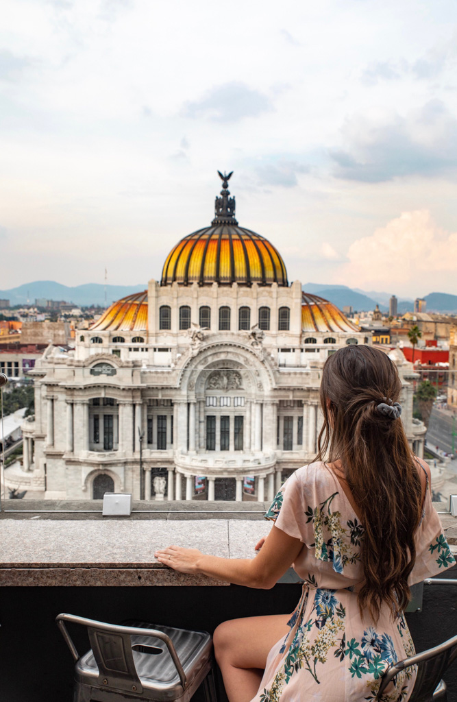 One of the best things to do in Mexico City is visit the Palacio de Bellas Artes