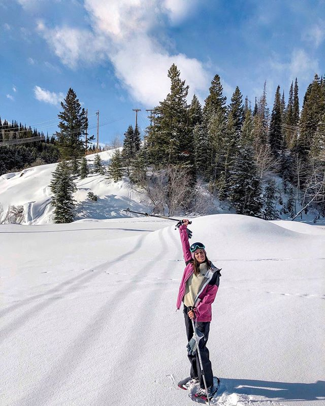 Snowshoeing is now one of my favorite ways to hike 🥾🏔 #cbcdeervalley 📸: @jravreby — In Deer Valley I tried snowshoeing for the first time and let me tell you I was sooooo skeptical. I have knee and ankle issues left over from my formative dance years.... I was convinced I was going to twist an ankle or get caught in the snow and hurt my knee again. But it turned out to be superrr easy and sooo fun!! — We hiked around two miles and I barely felt a difference than a normal hike would have been even though the snow was incredibly deep in some spots. — Also, we hiked in @altrarunning shoes and, I've talked about this here before, but I made the switch to Altra about a year ago and have noticed a HUGE difference in my ongoing knee issues. Message me if you have specific questions because it's wayyyy too much to type out here. — #dametraveler #sheisnotlost #WeAreTravelGirls #femmetravel #SidewalkerDaily #Girlaroundworld #passionpassport #darlingescapes #gltLOVE #mylpmag #ladiesgoneglobal #lovetheworld #BBCtravel #fodorsonthego #timeoutsociety #iamatraveler #girlsmeetglobe #traveloffpath #deervalley #utah #snowshoeing #zerolimits #embracethespace