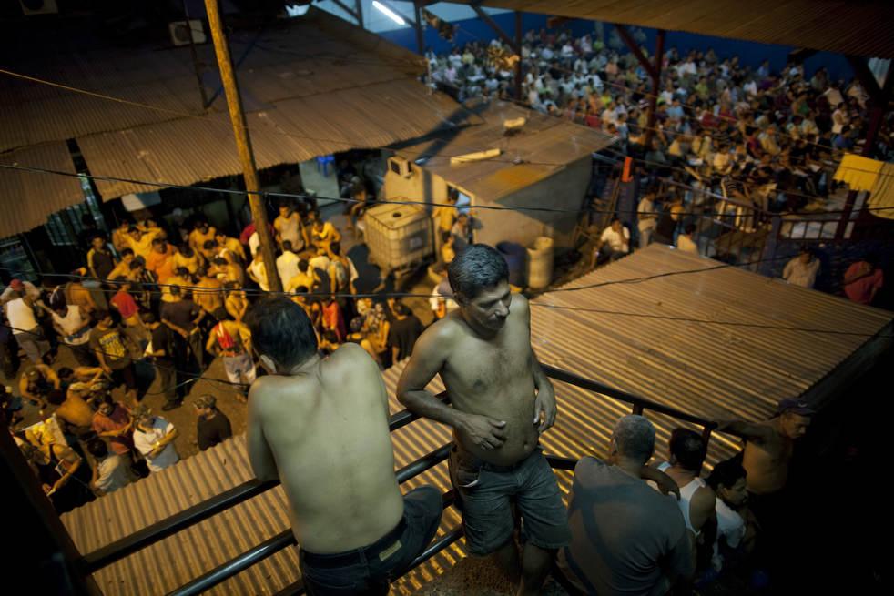 inside_honduras_prison_02.jpg
