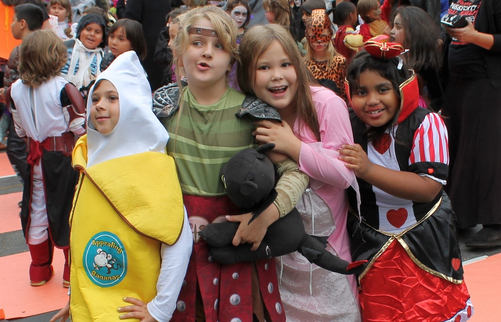 HalloweenLilyZoieTeagen.JPG