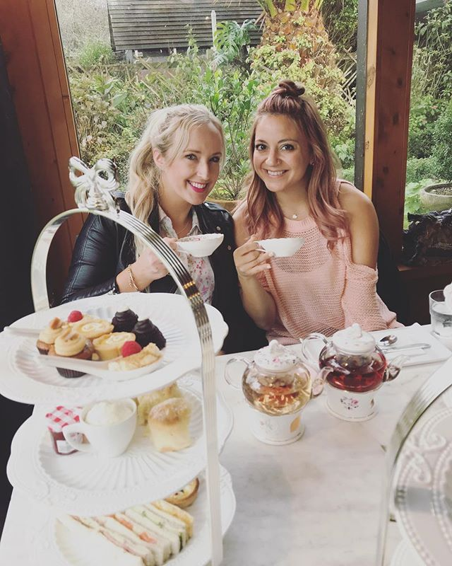 High tea for the Queens bday 👸🏼👸🏼☕️ 🍪🍰🥐🇳🇿 #stmargarets #auckland #hightea #teatime  #towonderistowander #newzealand #ilovenz • • • • • • • • #passportonpoint #traveladdict #travelergirl #wanderess #travelpic #travelawesome #seetheworld #wanderlust #wander #lovetotravel #adventure #travelphotography #travelinspiration #travel #traveling #vacation #instatravel #instago #holiday #instapassport #instatraveling #travelgram