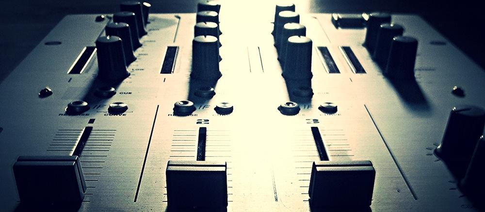 Laat uw platencontract en artiestencontract door ons controleren.