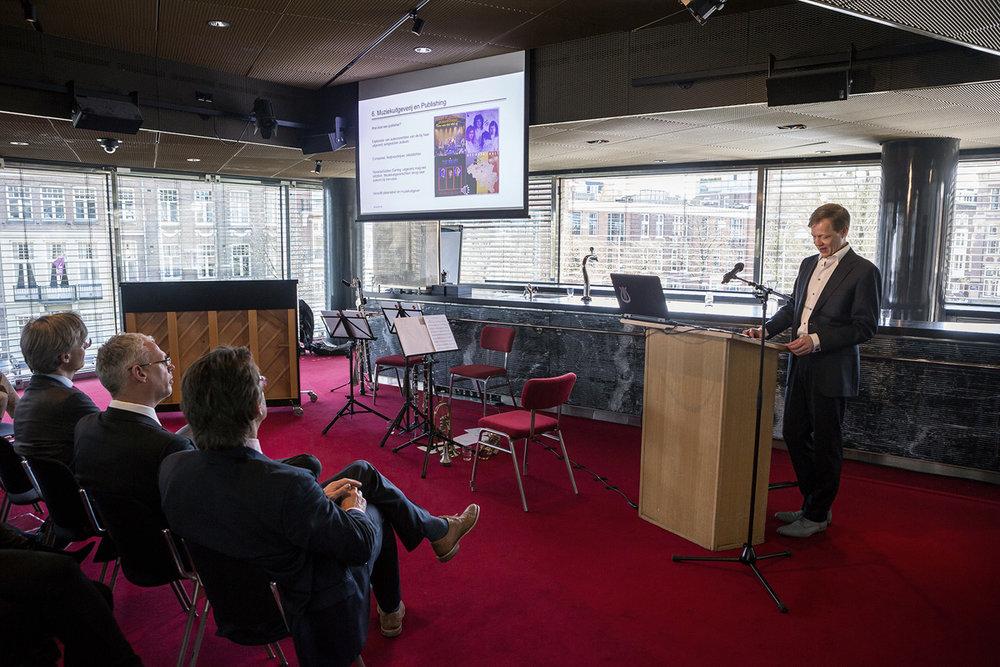Postacademisch onderwijs door mr. Mauritz Kop aan advocaten, rechters en hoogleraren over het muziekrecht.