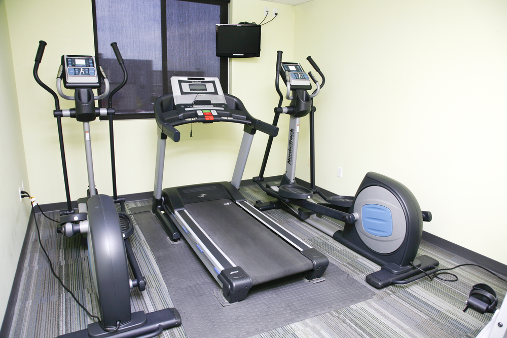 Exercise Room Palace Spa has a small exercise room for those who want to keep up their cardio health. Please bring athletic shoes to use equipment.