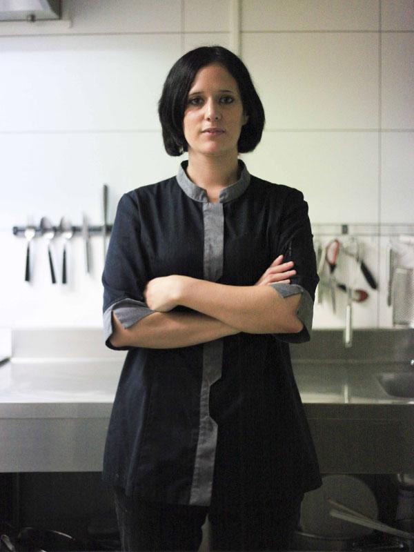 Charlotte BARTHELEMY :Jeune chef, elle livre une cuisine savoureuse et inventive.Elle s'empare de ses recettes avec conviction et talent.