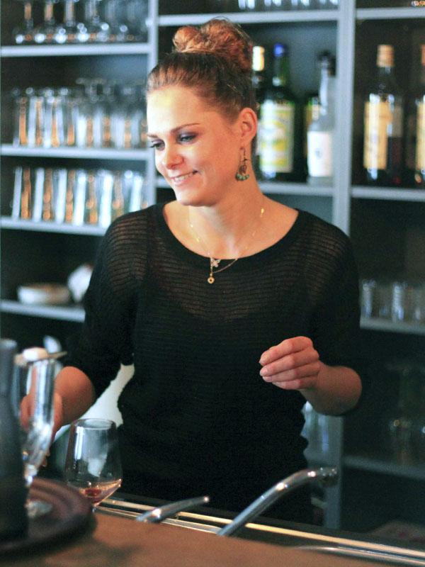 Adeline BERTONCINI : Au service, la douceur et l'attention d'Adeline vous permettra d'apprécier votre pause déjeuner., goûter ou pause-café.
