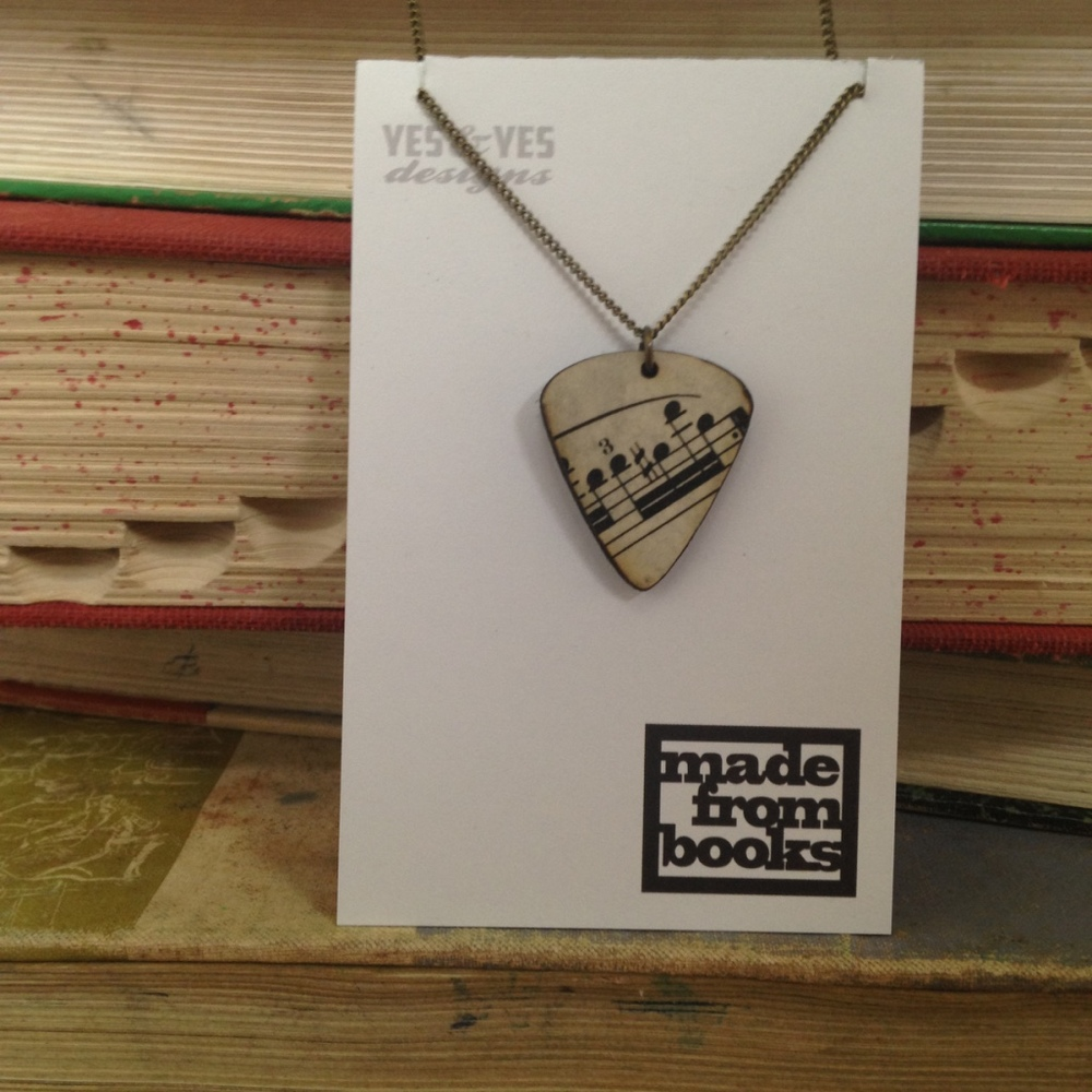 3101A_Music Guitar Necklace_YESY_BDL_NECK.jpg