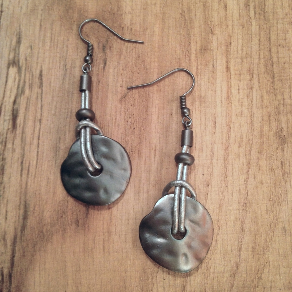SILVER LEATHER WITH MATT METAL EARRINGS $15.00