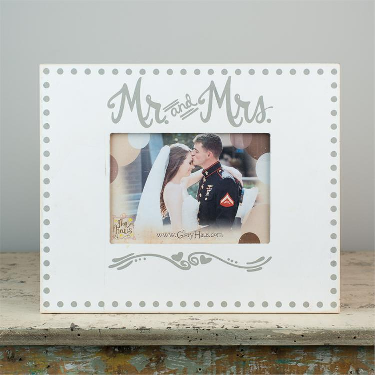MR & MRS'. FRAME  $30