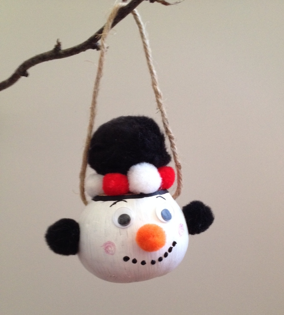 CRAFT IDEA: Create a snowman