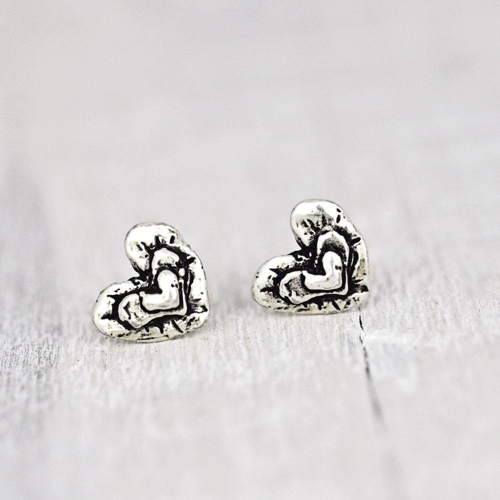 e719_tripleheart_earrings_ic.jpeg