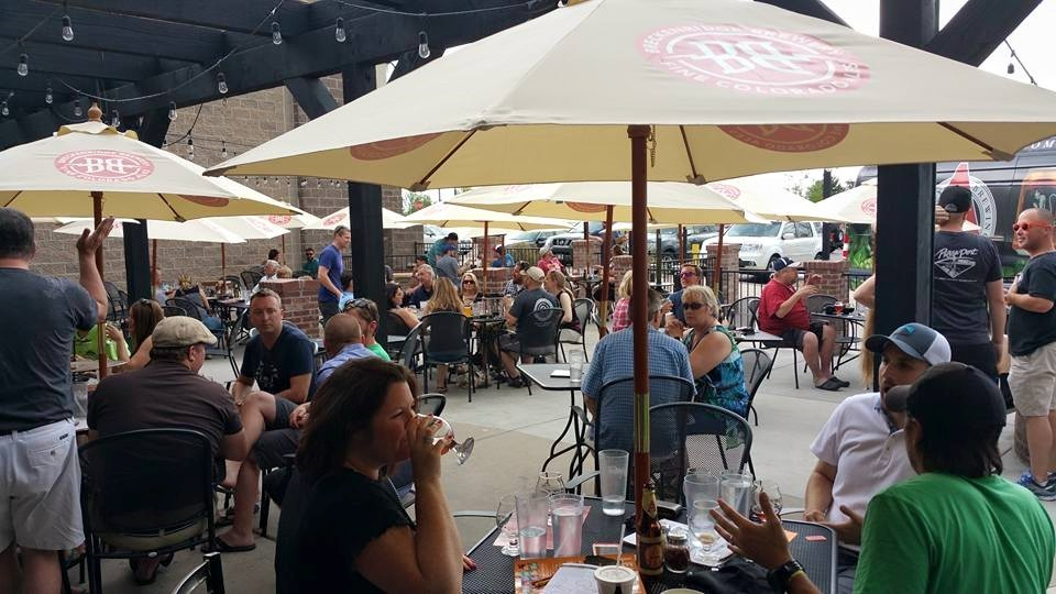 Parry's Pizza patio in Highlands Ranch Photo credit © Parry's Pizza