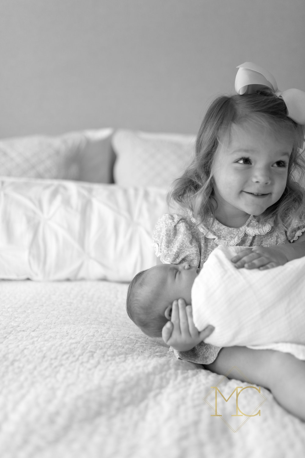 image from nashville newborn lifestyle photo session of big sister and baby sister