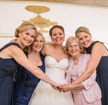 Look at them! There's Leann in the middle flanked by beauitful handwriting Grandma, and that special recipient Mom, with two extra sisters just to make this picture perfect!